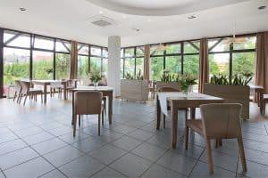 Restauracja nad stawem, krzesła comfort 2